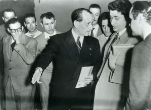 André Malraux (au centre) en 1959 avec le poète argentin Rafael Squirru.
