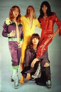 Sweet promotional photo, for the british band, the biz wasn't enough ready: the same!