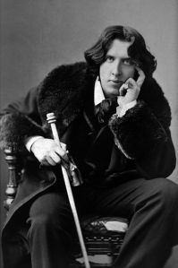 Oscar Wilde, le dandy des aventures de Dorian Gray. Hommage de Mike Fuller.