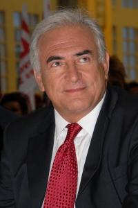 Dominique Strauss-Kahn, leader ou suiveur imposé de l'imposant train de vie des socialistes à l'Elysée. Un système contraire à la libre expression.