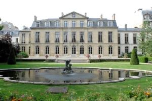 Le prestigieux Hôtel de Castries pourrait abriter plus qu'un Ministère une ambition de progrès social NON CONTENTIEUX.