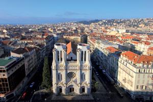 Basilique Notre-Dame à Nice : L'église Notre-Dame est dédiée à Notre Dame de L'Assomption, en souvenir de la première cathédrale de Nice, alors édifiée sur le Château et qui était consacrée à Sainte-Marie-de-l'Assomption.