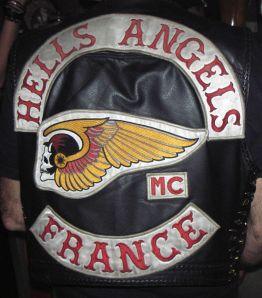 Hells Angels France. Considérés comme criminels dans certains Etats-Unis, le mouvement basé sur la moto et la musique inspire BRAMSTOCKER: Legal Gang.