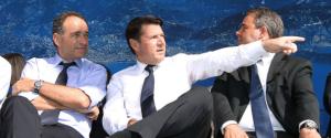Christian Estrosi au temps de sa splendeur, accueillant l'entourage de Nicolas Sarkosy, Président de la République, au Théâtre de Verdure à Nice en 2011. Désormais, il est prêt à rejoindre son ex-Président parmi les jeunes retraités de la vie politique, préparant leur éternel comeback. FV